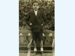 د. محمود عزت في طفولته