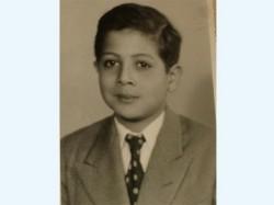د. محمود عزت خلال مراحل التعليم الأولى