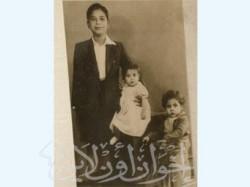صورة تذكارية مع إخوته في صغره