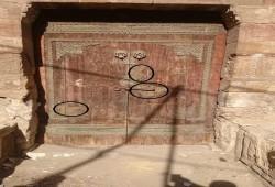 """سرقة حشوات مسجد """"خونده أصلباي"""".. تدمير الآثار الإسلامية"""
