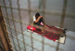 """فيديو.. والد المعتقل """"الشاعر"""": اعتقلوا ابني من منزله باتهامات ملفقة"""