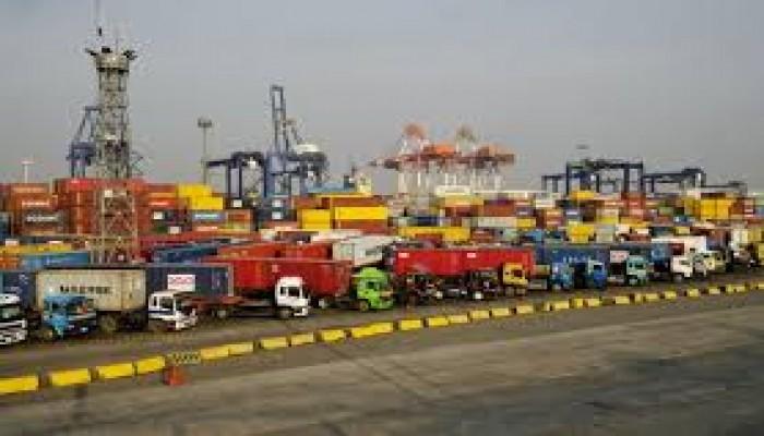 هروب جماعي لشركات شحن عملاقة من مصر