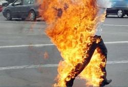 """مواطن أشعل النار في نفسه: """"مش لاقي أأكّل ولادي"""""""