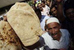 مظاهرات الخبز تصل القاهرة وتقطع شارع المطار بإمبابة