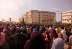 مسيرة لطلاب جامعة الفيوم تندد باستمرار اعتقال زملائهم