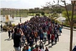 الطلاب يحاصرون مكتب رئيس الجامعة الألمانية لتنفيذ مطالبهم