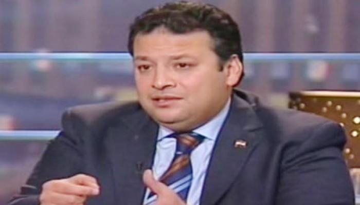 حاتم عزام: السفاح يطيح بمن استخدمهم غطاء لانقلابه