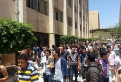 فيديو.. مسيرة خارج أسوار جامعة الزقازيق تندد بإرهاب الانقلاب