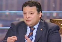 حاتم عزام يسخر من أكاذيب أعلام الانقلاب عن الإخوان
