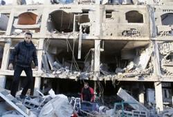 فلسطينيون يتظاهرون على حدود غزة رفضًا للحصار الصهيوني