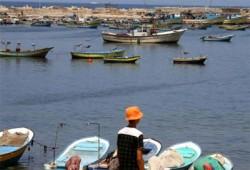 العدو الصهيوني يستهدف مراكب صيادي غزة