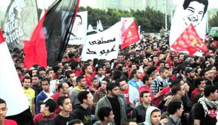 """""""الألتراس"""" يحتشد أمام استاد القاهرة برغم الإجراءات القمعية"""