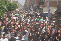 """مباشر.. مسيرة بقرية الرئيس مرسي في مليونية """"قسم الثورة"""""""
