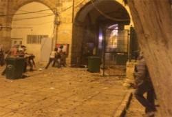 جيش الصهاينة يحول قيام الليل إلى معركة في المسجد الأقصى