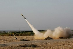 """القسام تقصف تل أبيب وبئر السبع و""""نيريم"""" بـ10 صواريخ"""