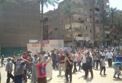 ثوار عزبة النخل يطوفون في شوارع المنطقة