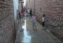 فيديو.. قرية سنهور بالفيوم تغرق في مياه الصرف الصحي