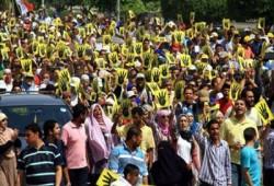 """الإندبندنت: """"بلير"""" يتجاهل ملايين المؤيدين للإخوان ويدعم السيسي"""