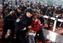 """داخلية الانقلاب تعتدي بوحشية على جماهير """"الأهلي"""" وتعتقل عددًا منهم"""