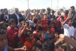 """أطفال سيناء يرفعون """" رابعة """" في وجه """"وزير الرياضة الانقلابي"""""""