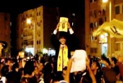بالصور.. عريس ينضم لمسيرة حاشدة بالسويس رفضًا للانقلاب الدموي