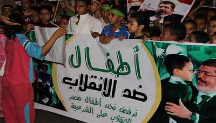 """أطفال ضد الانقلاب"""" يلهبون منصة رابعة بالأناشيد"""