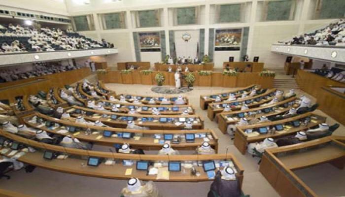 مجلس الأمة الكويتي ينجح في نزع فتيل أزمة سياسية مع الحكومة