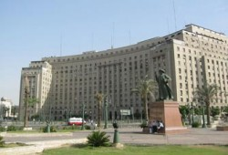 خبراء: إغلاق مجمع التحرير بلطجة مأجورة ولا يمت بصلة للثوار