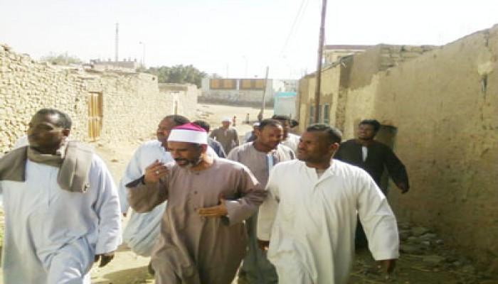 النائب صلاح موسى يناقش مشكلات قرى الكاجوج وسلوا بمحافظة أسوان