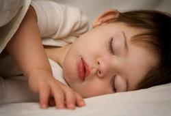 أسماء صقر تكتب: لا تقبلوا أطفالكم بعد النوم..(1)