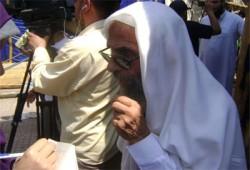 د. جمال عبد الهادي: لن نعود إلى بيوتنا أحياءً قبل تحقيق مطالب الثوار