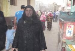 عجوز تترك ابنتها في الولادة وتذهب للتصويت لـ د.مرسي