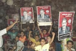 مسيرة لأطفال الفيوم تهتف لدعم د. مرسي