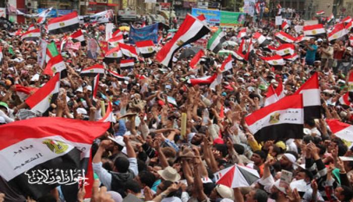 """التحرير يهتف: """"إحنا الدمايطة وسع طريق.. مش هرشح موسى وشفيق"""