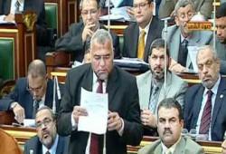 حسين سلطان يتدخل لحل مشكلة عاملات ماقوسة بالمنيا