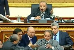 النواب يرفضون كلمة وزير التموين أمام البرلمان