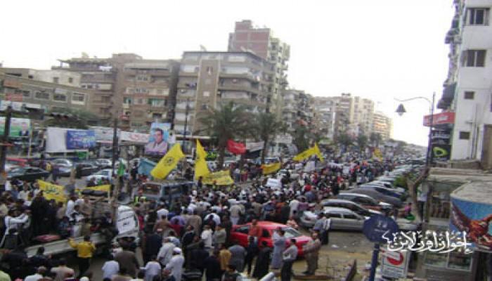 10 آلاف متظاهر لحماية الديمقراطية بالسويس