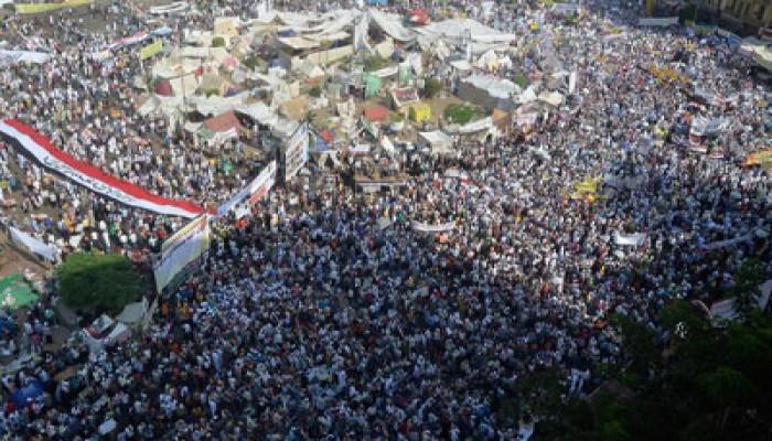 """اللجان الشعبية بـ""""التحرير"""" تنقذ صحفية بـ""""إخوان أون لاين"""""""