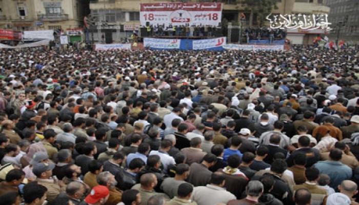 مسيرات تطوف ميدان التحرير ضد القفز على الثورة
