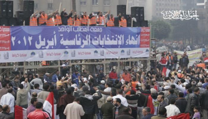 الجماهير تردد قسم الثورة بميدان التحرير لحماية أهدافها