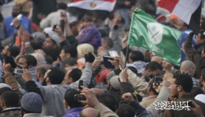 مسيرة تنطلق من ميدان الجيزة لحماية الديمقراطية