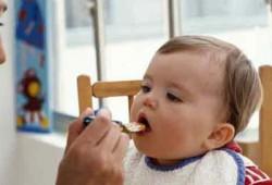 وسائل سهلة لجذب طفلك إلى طعام المنزل