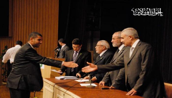 المرشد العام يكرم متفوقي طلاب الإخوان وأسر الشهداء