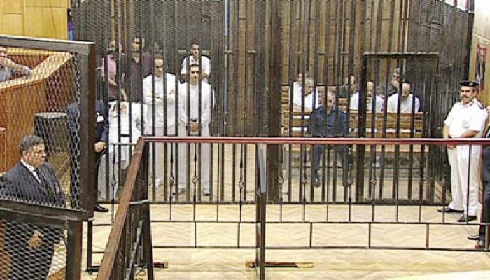 """قانونيون يطالبون بضم شهود الزور إلى قفص """"المخلوع"""""""