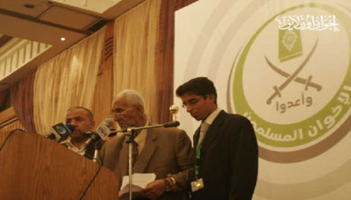 د. قميحة يلقي قصيدة الثورة في حفل الإفطار