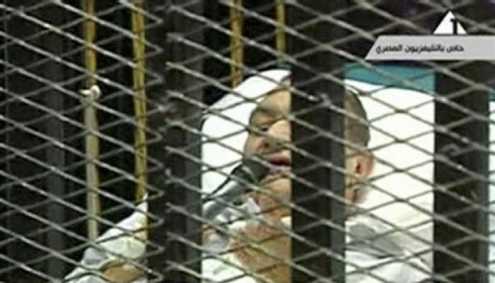 محاكمات الطغاة.. مبارك إلى أين؟!