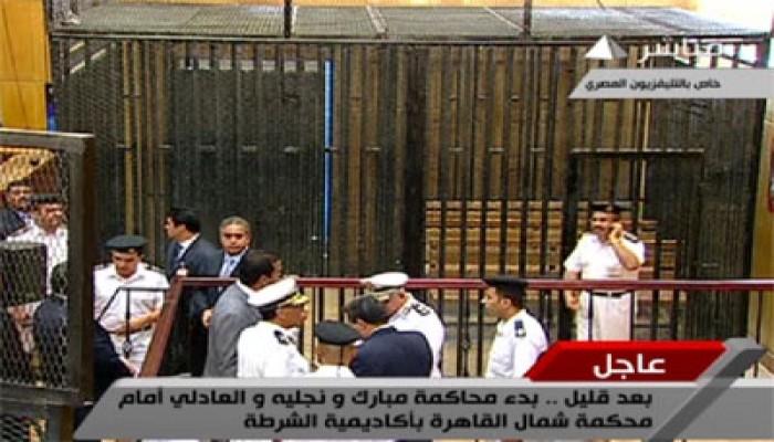 """المصريون في """"الميادين"""" يترقبون محاكمة """"المخلوع"""""""