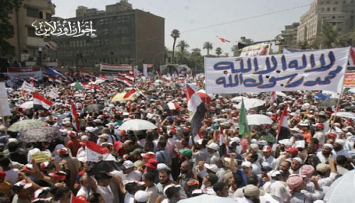 """متظاهرو """"التحرير"""" يعلنون دعم الثورات العربية"""