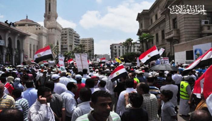 """عشرات الآلاف يُحيون جمعة """"الوحدة"""" بالإسكندرية"""