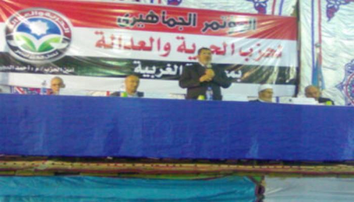 """رئيس """"الحرية والعدالة"""" يطالب بوحدة الصف واستمرار الثورة"""